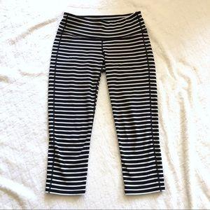 Athleta Black & White striped Capri leggings/S